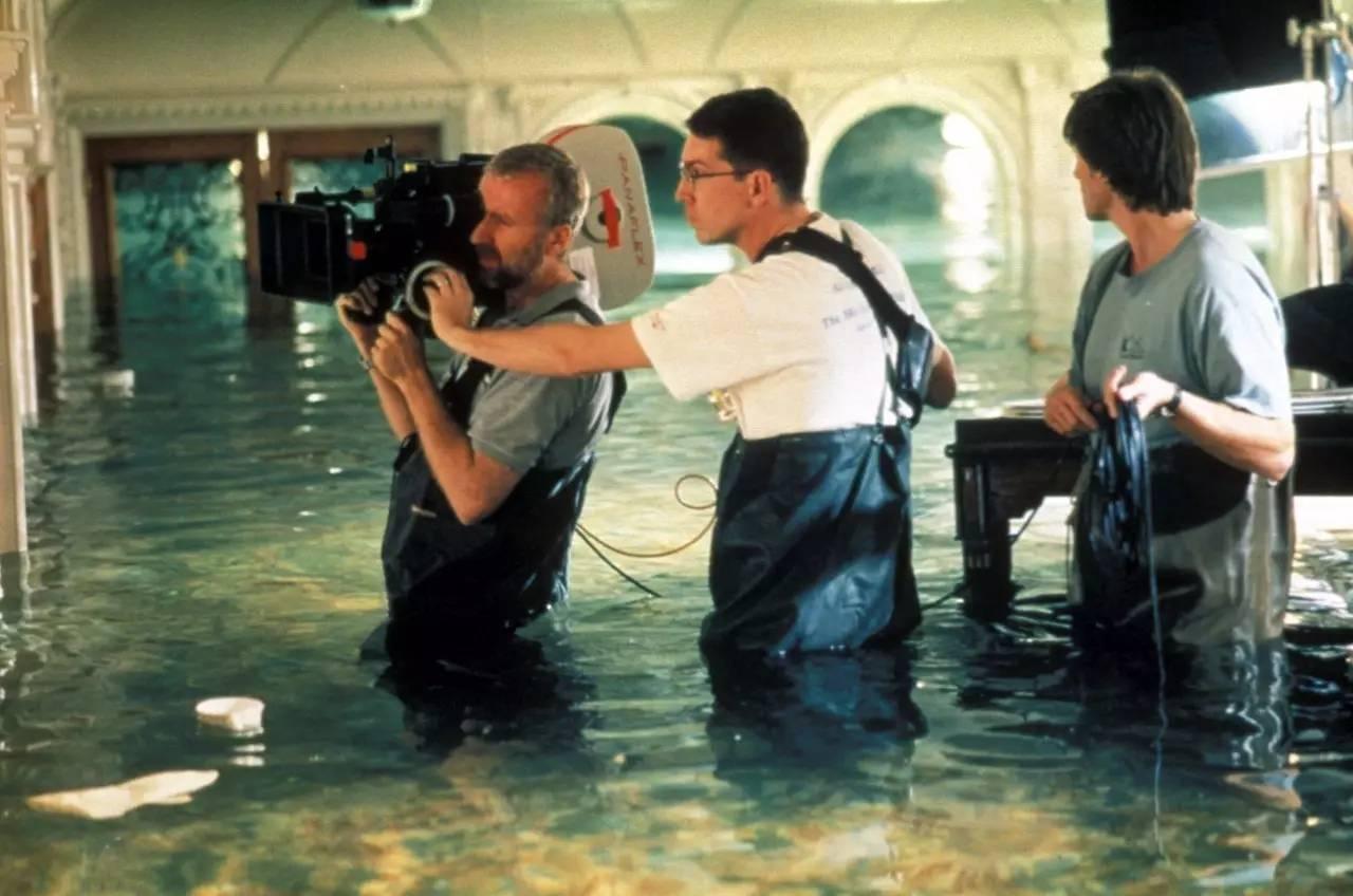 Джеймс Кэмерон на съёмках.