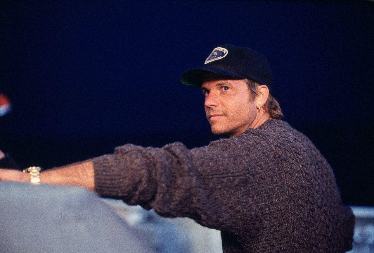 Билл Пэкстон в роли Брока Ловетта.