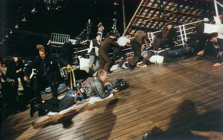 Джеймс Кэмерон снимает сцену погружения кормы.