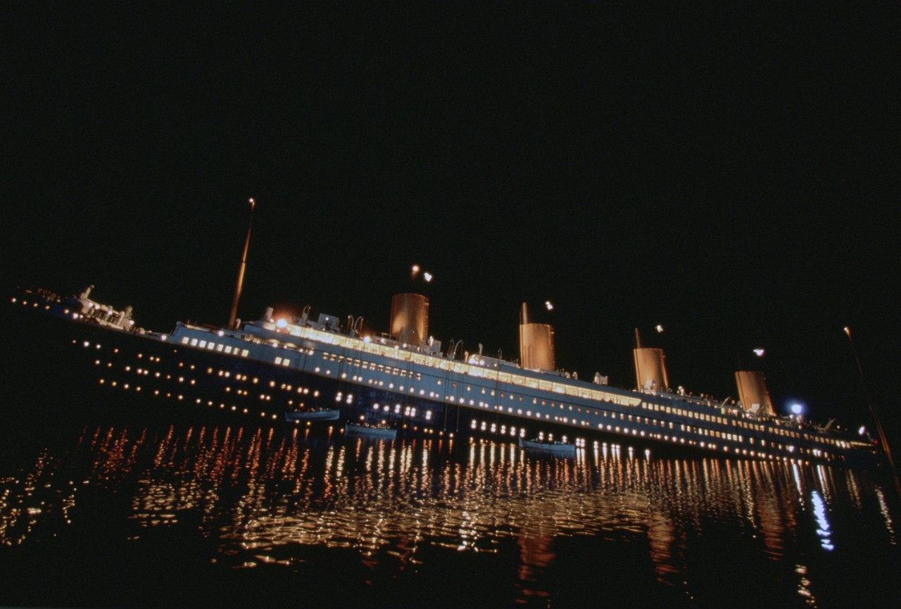 Съёмки тонущего лайнера.