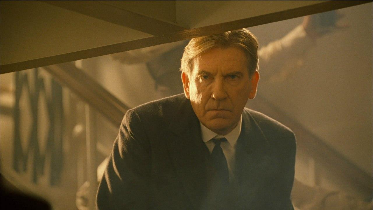 Дэвид Уорнер в роли Спайсера Лавджоя.