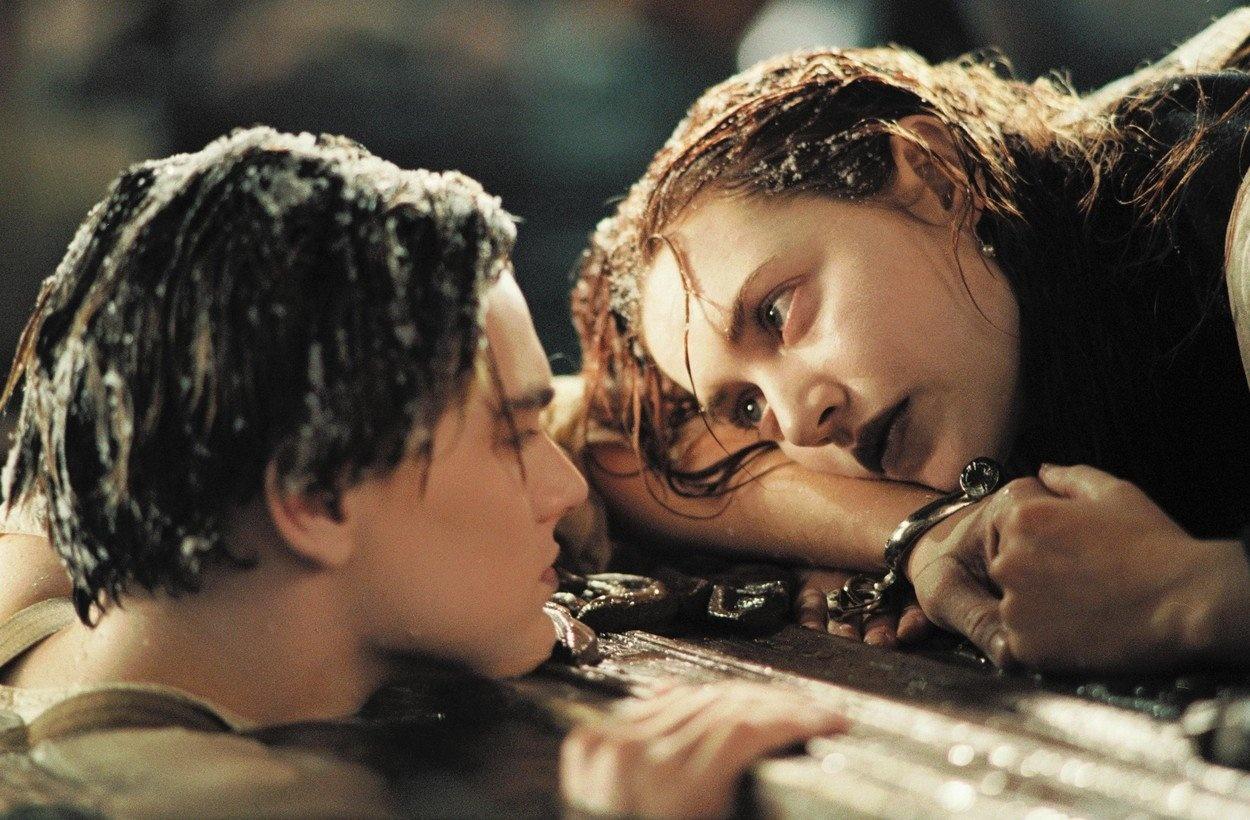 Леонардо ДиКаприо и Кейт Уинслет в роли Джека и Роуз.