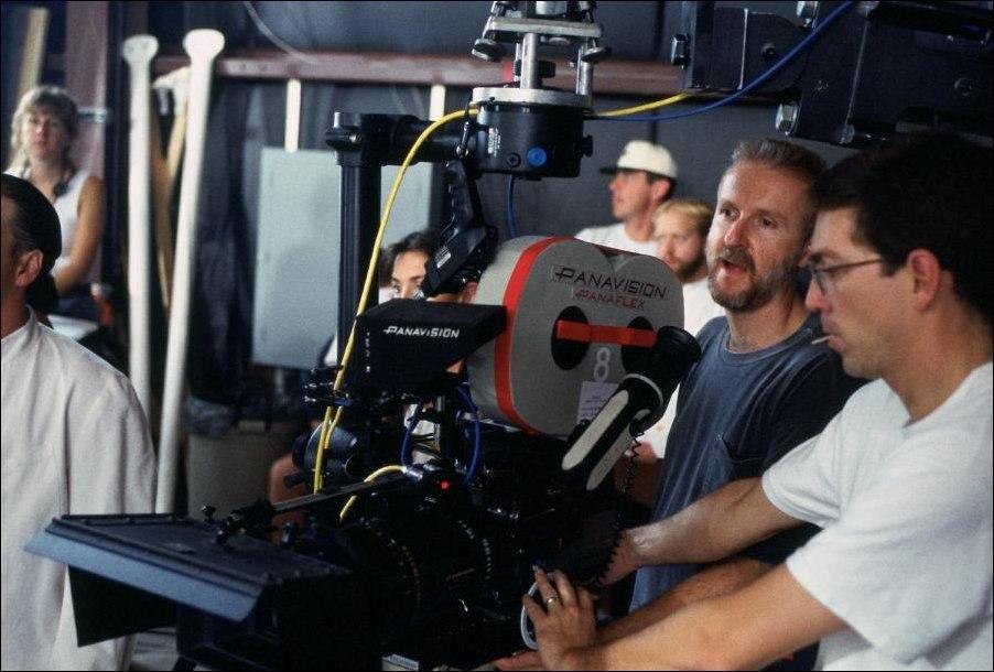 """Джеймс Кэмерон на съёмках """"Титаника""""."""