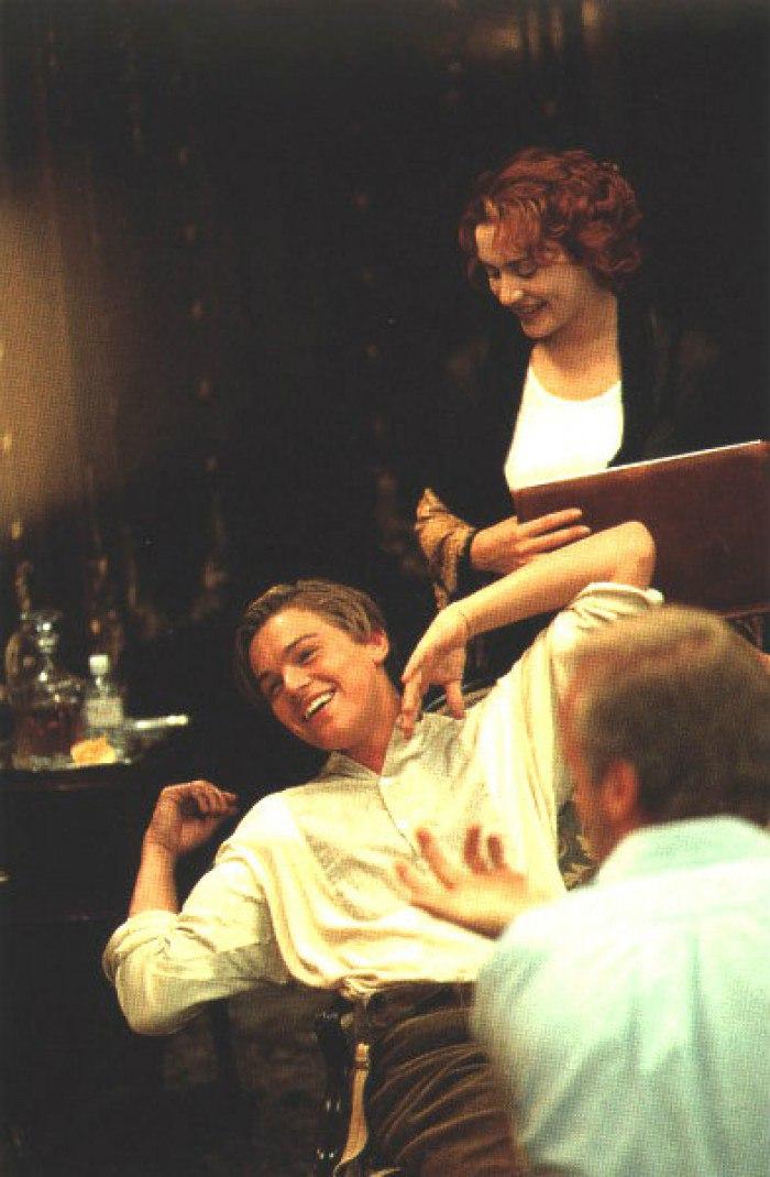 """Лео, Кейт и Джим после завершения съёмок сцены""""Портрет""""."""