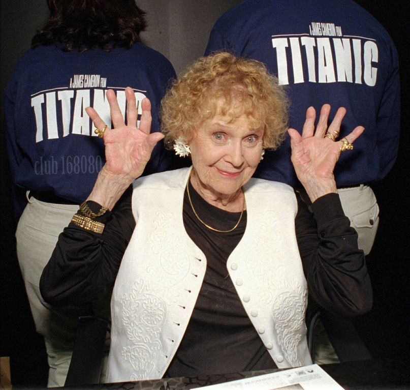 """Глория Стюарт на съёмках """"Титаника""""."""
