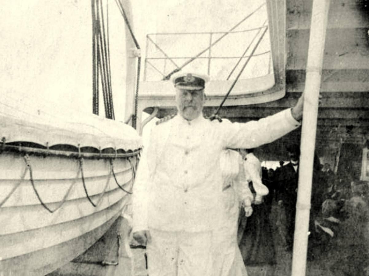"""Капитан Смит на борту """"Адриатика"""" в летней униформе"""