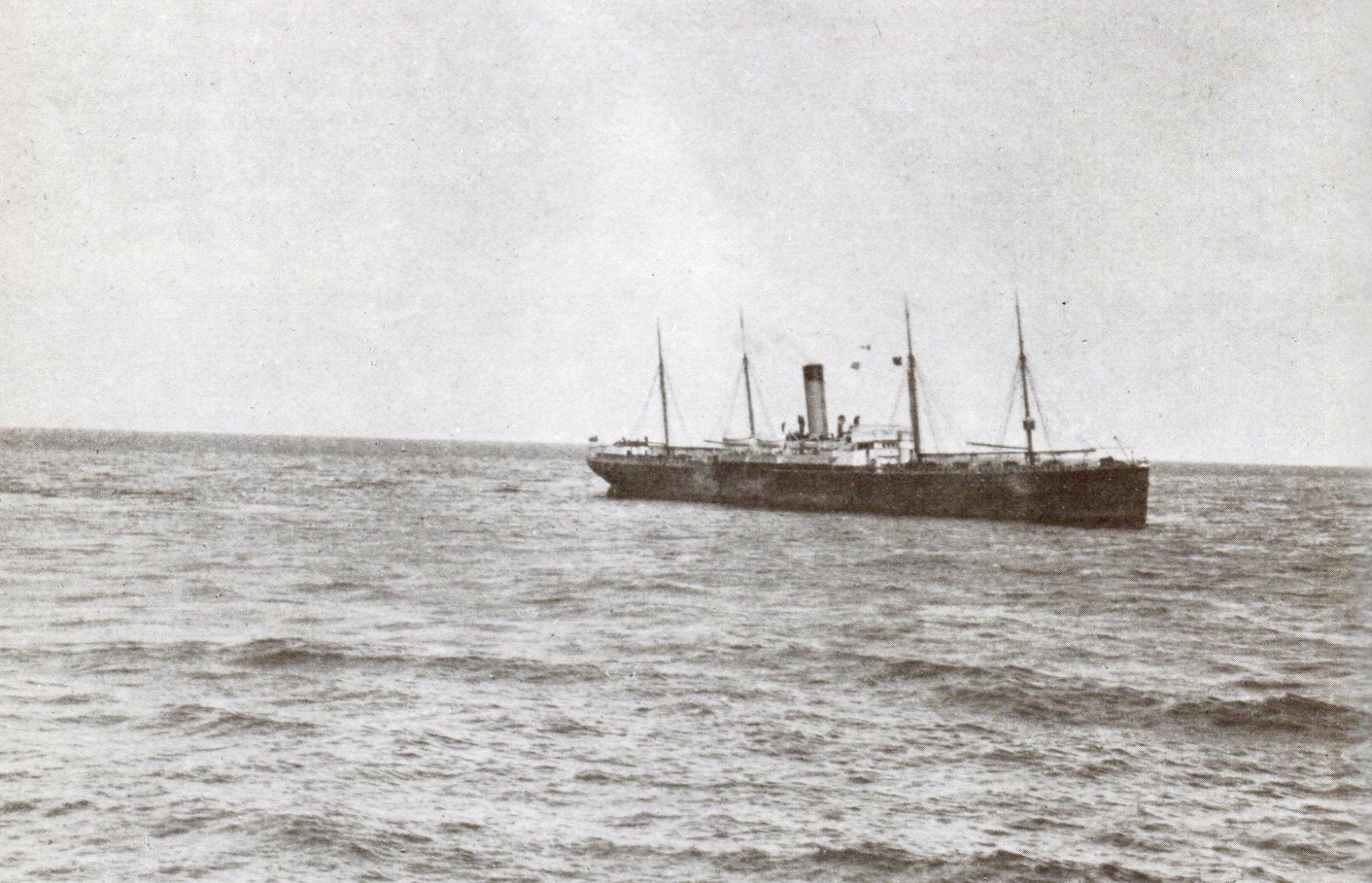 Приблизительно  в 7  утра  15-го  апреля,  «Калифорниэн»  прибыл  на  место  гибели  «Титаника»,  обойдя  ледовое  поле  с  севера.